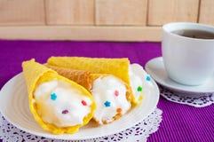 Свеже переплетенные waffles меда Стоковые Изображения RF