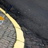 Свеже покрашенный угол улицы стоковые фотографии rf