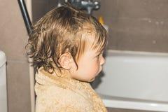 Свеже политая маленькая девочка Стоковая Фотография RF
