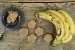 Свеже сваренные печенья с ингридиентами Стоковая Фотография RF