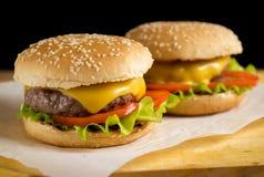 2 свеже сделанных бургера Стоковое Фото