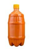 Свеже сжиманный сок в пластичной бутылке Лимонад на на вынос на белой предпосылке Свежий сок Стоковая Фотография