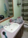 Свеже remodeled ванная комната стоковые фото