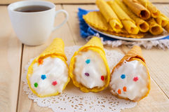 Свеже waffles меда переплели в конус Стоковое Фото