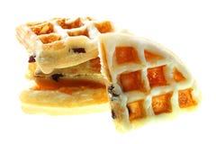 Свеже waffles с изюминкой на белизне Стоковая Фотография RF