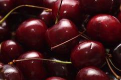 Свежие аппетитные вишни стоковая фотография