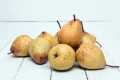 Свежие вкусные желтые плодоовощи груши изолированные на белой предпосылке Стоковое Изображение RF