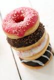 Свежие вкусные donuts с различной поливой Стоковое фото RF