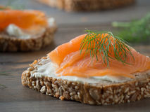 Свежие все сандвичи пшеницы с копчеными семгами Стоковая Фотография RF