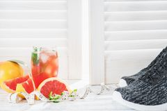 Свежие грейпфруты и сок грейпфрута Стоковое фото RF