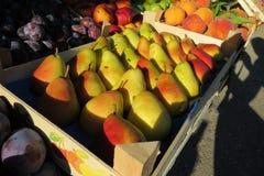 Свежие груши на рынке Стоковая Фотография RF