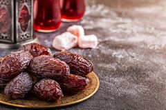 Свежие даты Medjool kareem ramadan стоковая фотография