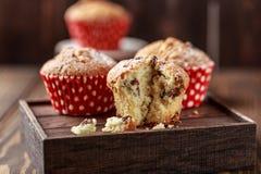 Свежие домодельные очень вкусные булочки с изюминками Стоковые Фото