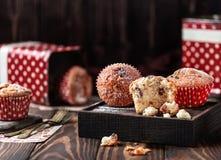 Свежие домодельные очень вкусные булочки с изюминками Стоковое Изображение