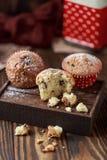 Свежие домодельные очень вкусные булочки с изюминками Стоковые Фотографии RF