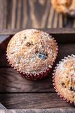 Свежие домодельные очень вкусные булочки с изюминками Стоковое фото RF