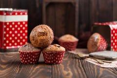 Свежие домодельные очень вкусные булочки с изюминками Стоковая Фотография