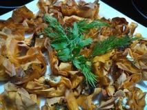 Свежие зеленые травы на tartlets сыра коз Стоковая Фотография