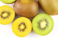 Свежие зеленые и желтые киви Стоковое фото RF