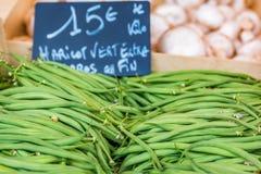 Свежие зеленые фасоли на рынке местных фермеров Стоковое фото RF