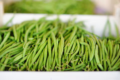 Свежие зеленые фасоли на рынке фермера Стоковая Фотография RF