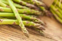 Свежие здоровые зеленые копья спаржи Стоковое Фото