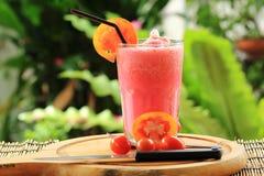 Свежие здоровые освежая smoothies томата Стоковое фото RF
