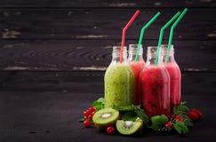 Свежие здоровые smoothies от различных ягод стоковое фото rf