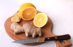 Свежие имбирь и лимон - самая лучшая медицина для холодов Стоковая Фотография RF