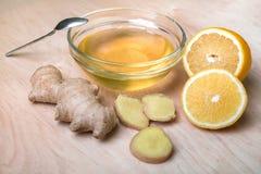 Свежие имбирь, мед и лимон - самая лучшая медицина для холодов Стоковая Фотография