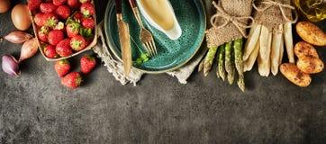 Свежие ингредиенты весны для изысканный варить стоковая фотография rf