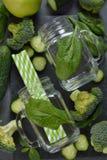 Свежие ингридиенты для зеленых smoothies Стоковые Фото