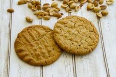 Свежие испеченные печенья арахисового масла с арахисами Стоковое Фото