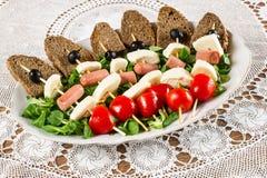 Свежие итальянские сыр и овощи с хлебом стоковая фотография rf