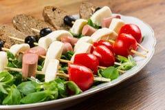 Свежие итальянские сыр и овощи с хлебом стоковые фотографии rf