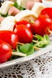 Свежие итальянские сыр и овощи с хлебом стоковая фотография