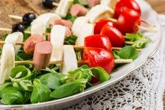Свежие итальянские сыр и овощи с хлебом стоковое фото