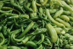 Свежие и органические овощи на рынке хуторянин marketplace Естественная продукция паприка Перец Естественные местные продукты дал стоковые фотографии rf