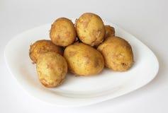 Свежие картошки на плите. Стоковое Фото