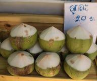 Свежие кокосы в рынке, Таиланде Стоковые Изображения RF