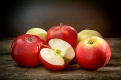 Свежие красные яблоки Стоковое фото RF