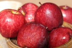 Свежие красные яблоки Стоковое Изображение