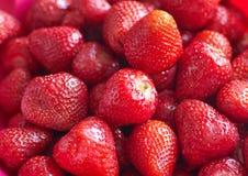 Свежие красные яркие клубники Макрос, взгляд сверху Стоковые Изображения