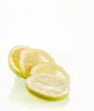 Свежие куски лимона стоковые изображения