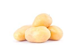 свежие клубни картошек на изолированной еде белой картошки предпосылки здоровой Vegetable Стоковое фото RF
