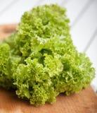 Свежие листья салата. Стоковое фото RF