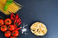 свежие макаронные изделия ингридиентов Стоковое Фото