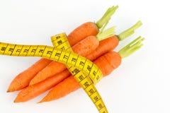 Свежие моркови с рулеткой Стоковые Изображения RF