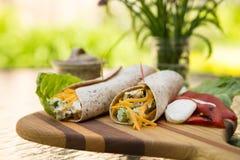 Свежие обручи брокколи и салата из курицы Стоковая Фотография