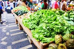 Свежие овощи и плодоовощи в Dos Lavradores Mercado Фуншал, Стоковые Фото
